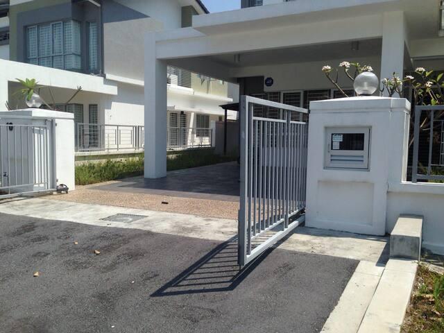 Semi D cluster Villa - Kajang - House
