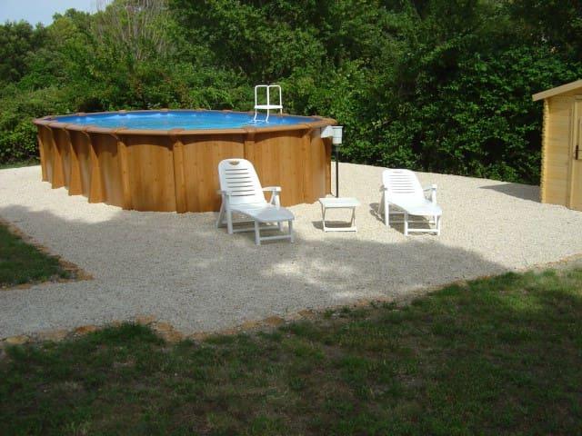 Jolie maison avec piscine - rochegude - House