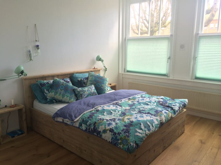 Bedroom, bed with Auping mattresses