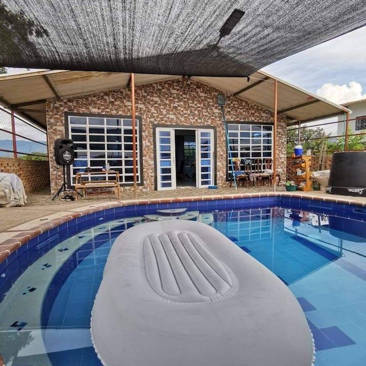 Hermosa casa de descanso en Melgar privada