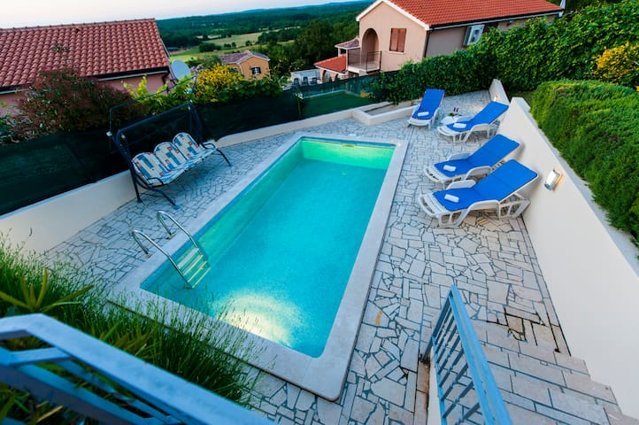 Bungalow with pool, stunning view - Montižana - Bungalow