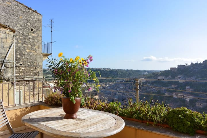 A terrace with a view on Modica