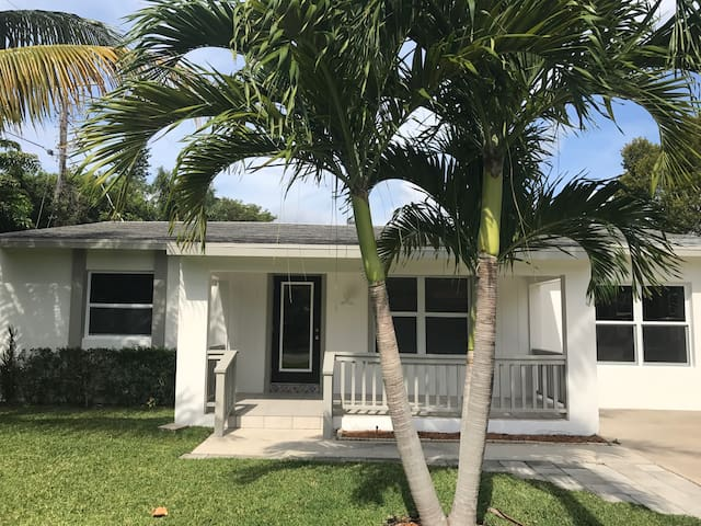 Downtown Boca Raton Beach Cottage
