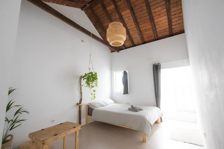 Cozy Room in the town center (Yoga Guesthouse)