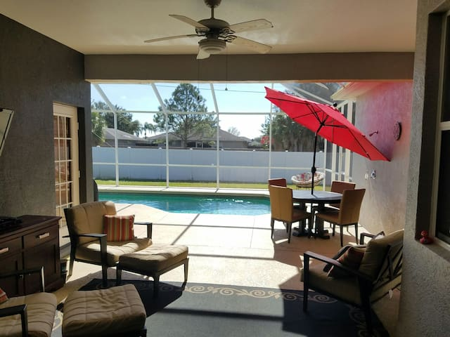 2  bedrooms and living room in shared pool home. - Bradenton - House
