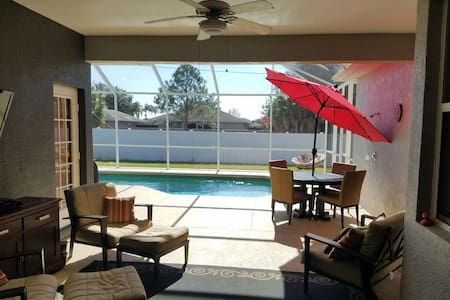 Conveniently located pool home - Bradenton