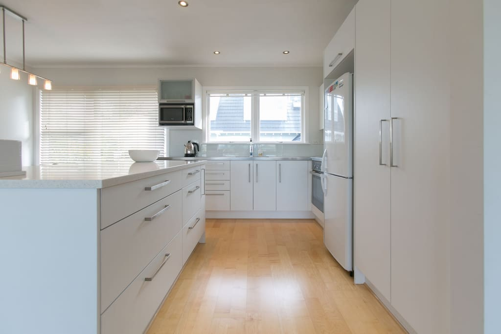 Sky Blue's full modern kitchen, fully equipped with quality appliances. Full size oven, fridge and freezer, dishwasher, microwave, rice cooker, blender etc. Everything you will require!
