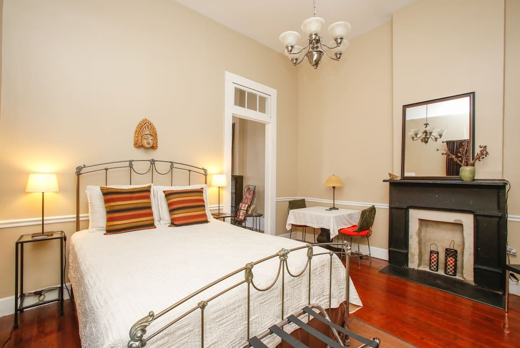 Louisiana Heron Room with queen bed