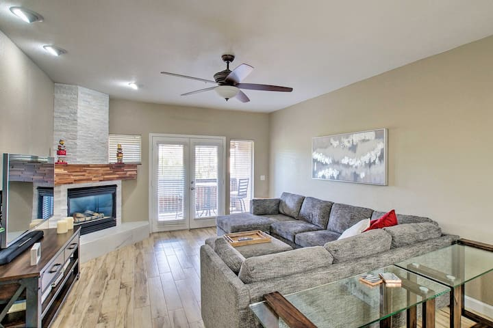 NEW! Modern Escape ~1 Mi to Old Town Scottsdale!