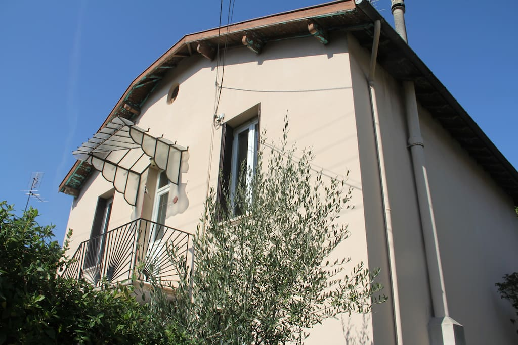 Grande maison de ville avec jardin maisons louer for Piscine jardin valence