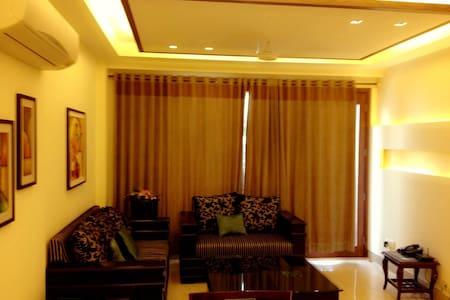 Luxury Service Apartment Green Park