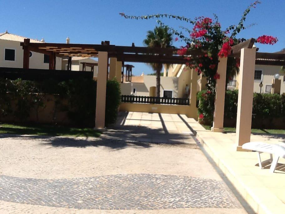 bel appartement avec piscine maisons louer vilamoura faro portugal. Black Bedroom Furniture Sets. Home Design Ideas