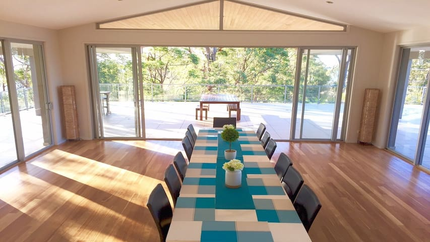 Entertain In Style, Pet Friendly Special Occasions - Tallai, Gold Coast  - Casa