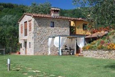 Romantisches  Ferienhaus   mit Pool - Pescia