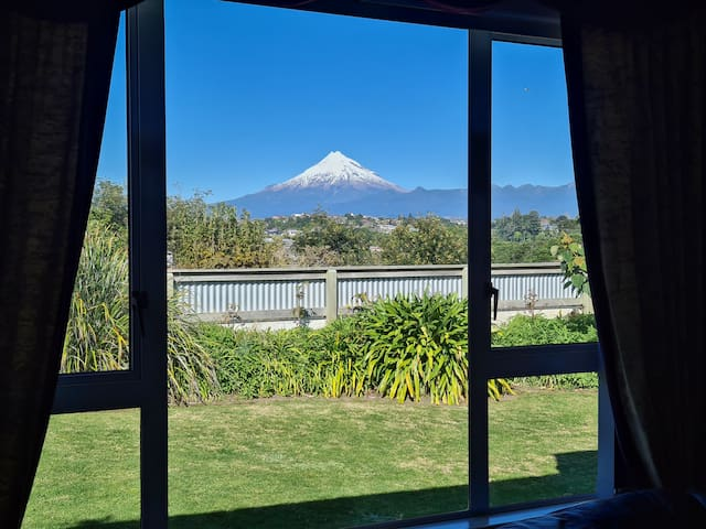 Spacious room with your private mountain view!!