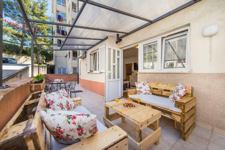 Rose-Three Bedroom Apartment with Comfort Terrace
