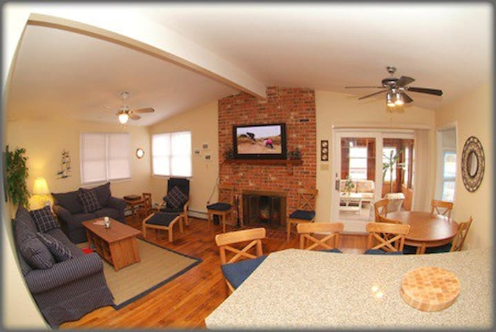 One Block to the Beach! 5min to AC - Brigantine