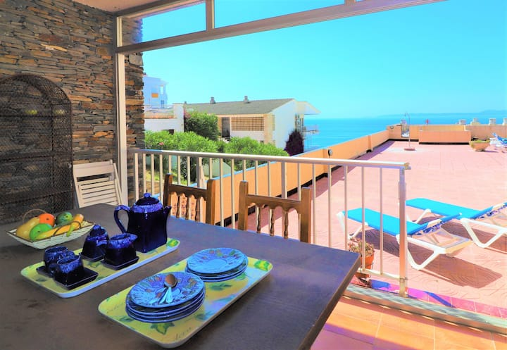Nice front line apartment with large terrace, sea view and community pool. Dall2A2B
