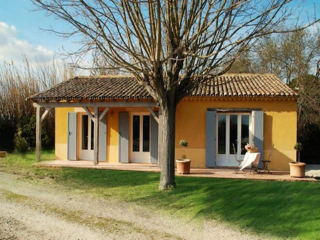 """Les Oliviers"" - (6 pers: 4 adults + 2 kids) WIFI, air-con, bikes, pool - Caderousse - Ev"