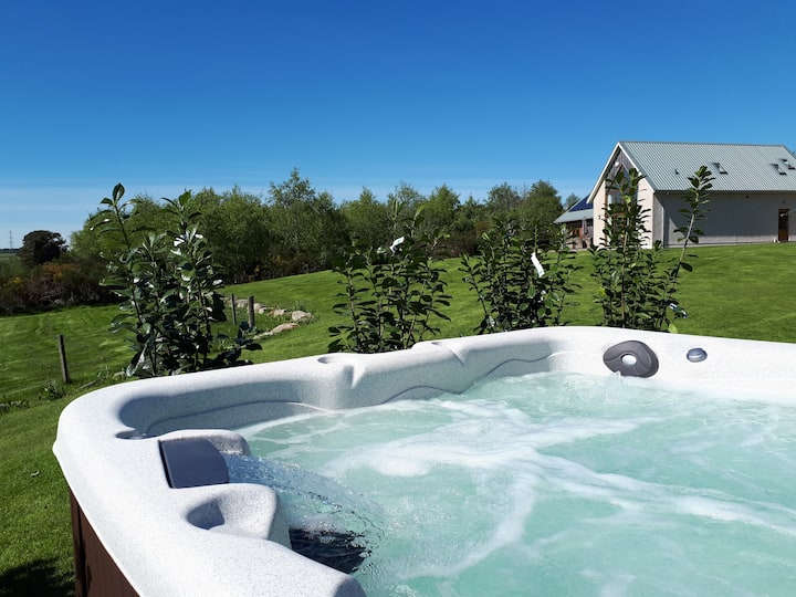 Luxury holiday lodge with hot tub - Bennachie