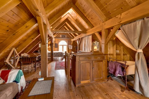 Rustic Loft in Working Horse Barn- Laurenwood Farm