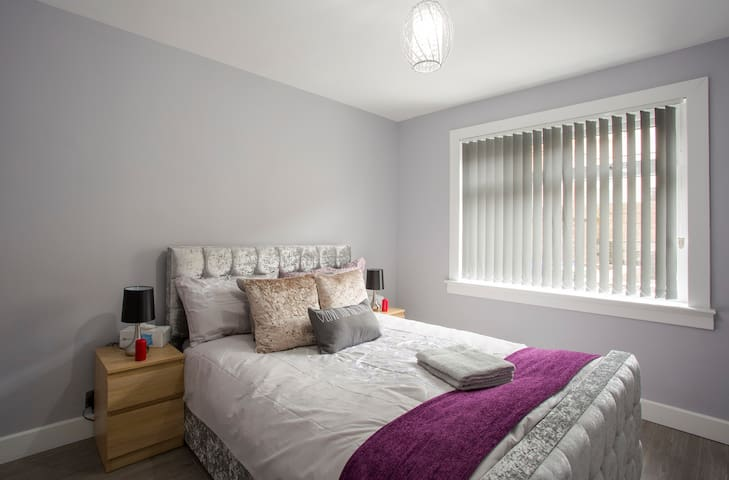 Luxury Central Modern Ayr Holiday Apartment