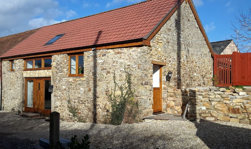 Apple Tree Barn - Luxury escape to the country.