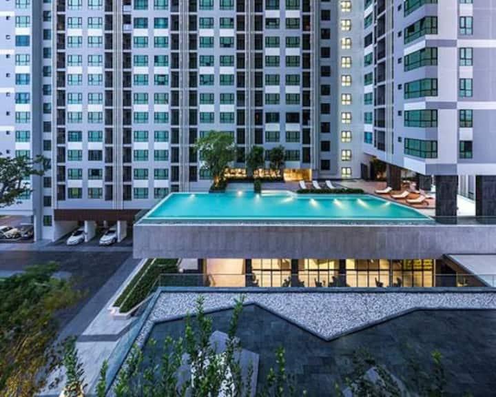 芭提雅市中心base公寓,无边泳池,无敌海景,150米到中央商场,250米到海边,sea view成