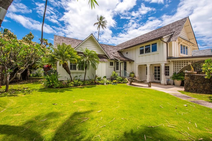 Modern Hip Kahala 1933 Beach House Houses For Rent In Honolulu Hawaii United States