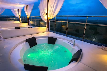 Classic room w Rooftop pool & Jacuzzi In Candolim