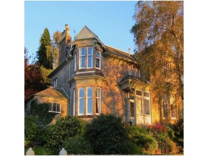 1892 Majestic Luxury Villa with PanoramicCityViews