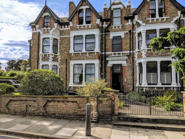 Beautiful flat perfect for Greenwich and O2