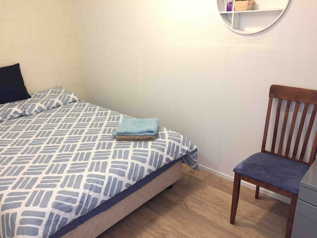 Double bed in private room, Epsom, Heart Auckland