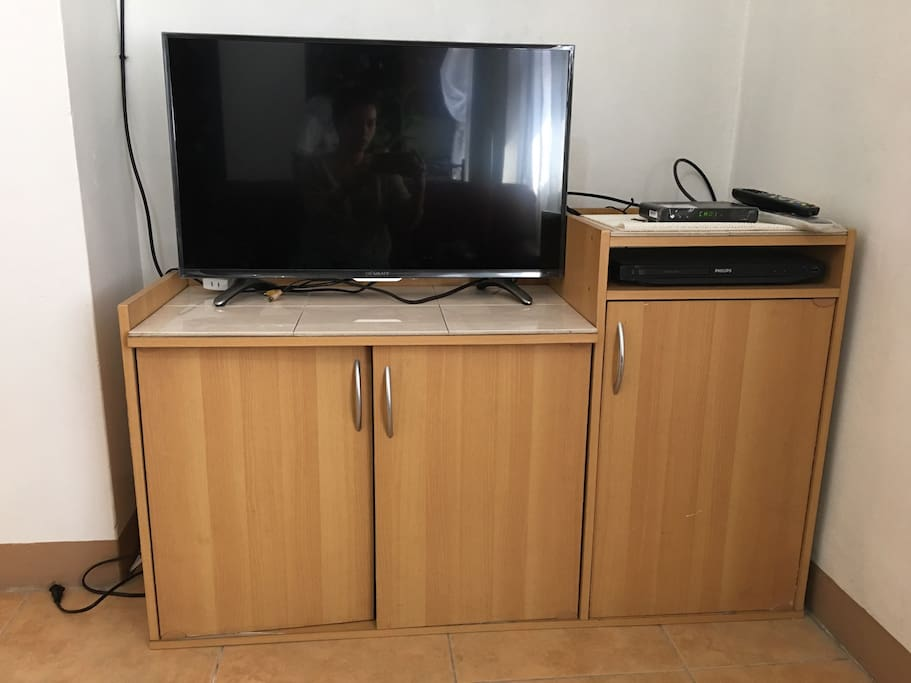 Flatscreen TV with Skycable connection