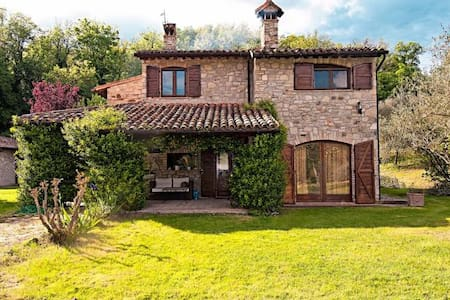 Charming stone-built house with private lawn &pool - Monte Castello di Vibio - วิลล่า