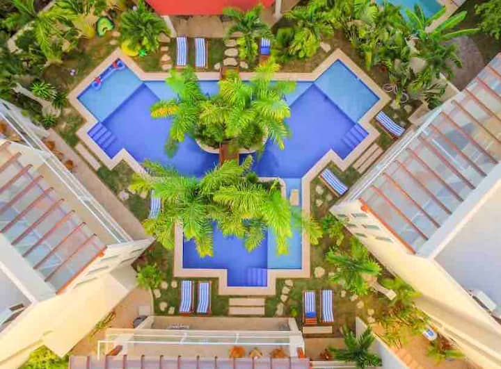 Amazing 3 houses in 1 Place **large pool *sleep 20