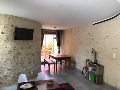 Petite maison restaurée dans bourg tous commerces