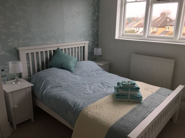 Cosy double room, central Watford. - Watford - Dům