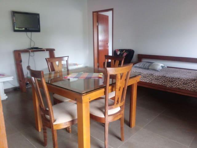 Apartamento inteiro- sala/quarto/banheiro/cozinha