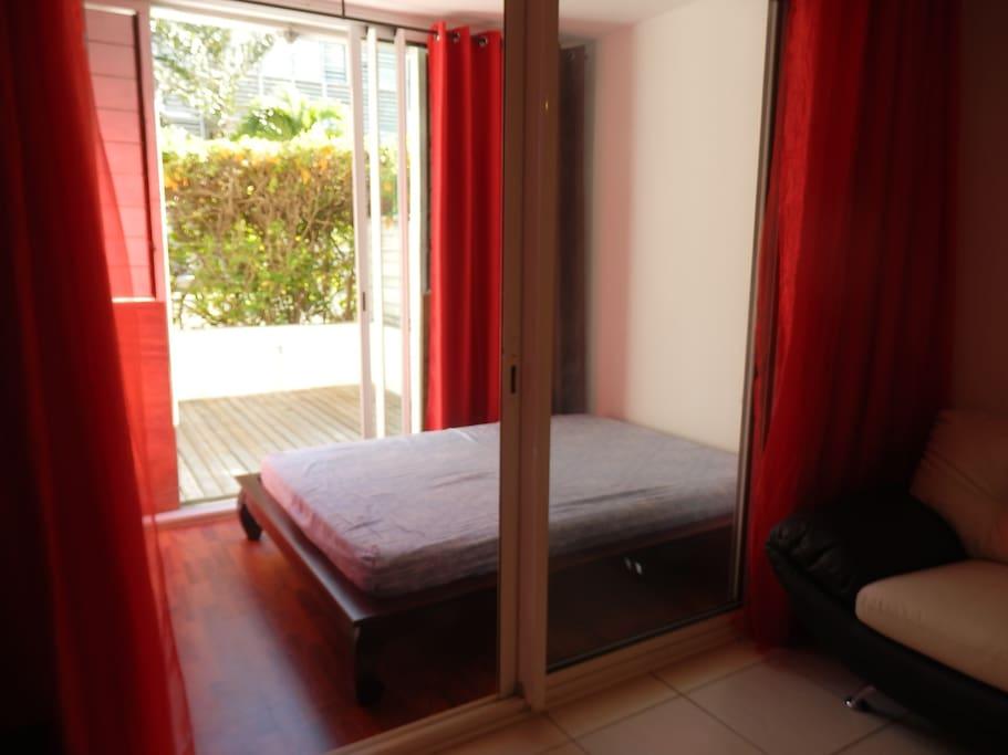 Chambre donnant sur terrasse privée