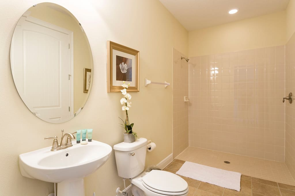 Sweet Home Vacation Rental Homes: 10 Bedrooms Pool Villa The Encore Club #3 (Bathroom)
