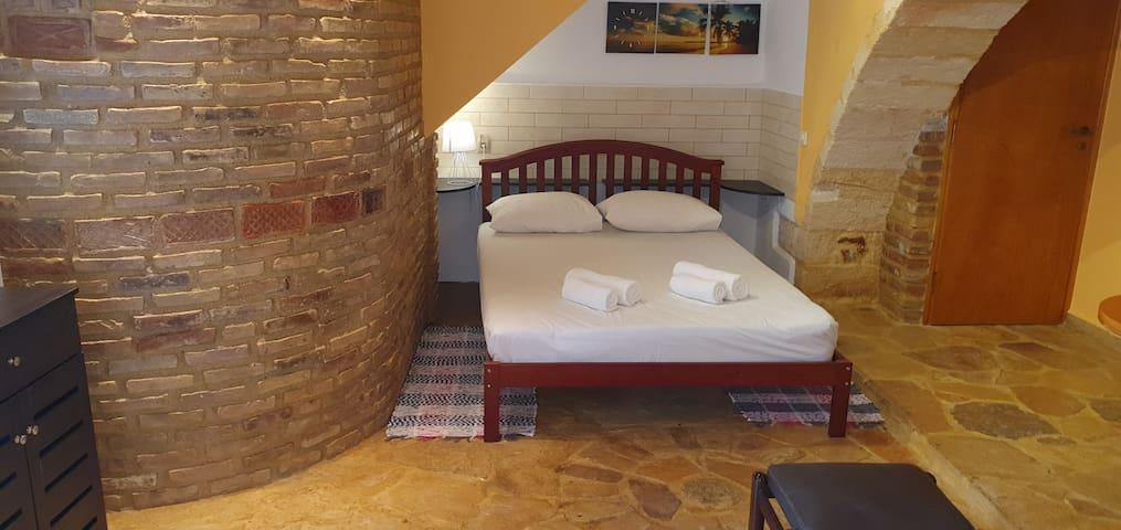 κρεβάτι - bed