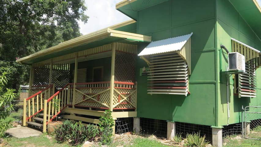 Magnautical Cottage - Pet friendly & close to the beach!