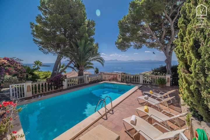 TRES PINOS for 6 with pool in Alcanada / Alcudia