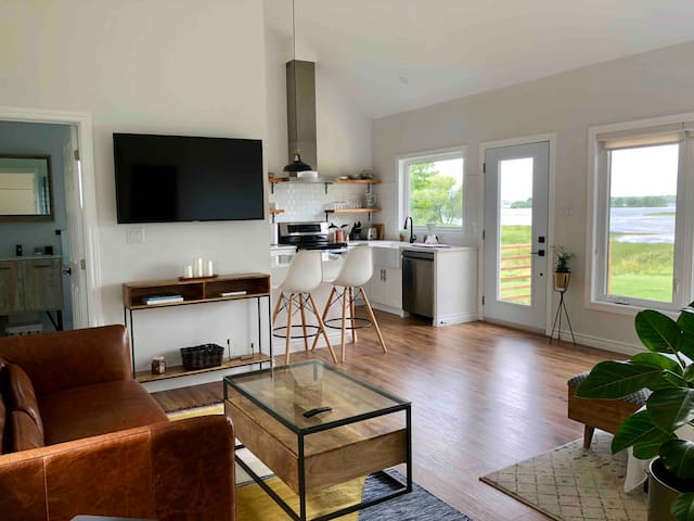 Studio405 - Charming Guesthouse on the Bay in PEC