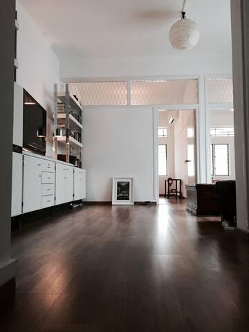 heritage flat tiong bahru singapore appartements louer singapour singapore singapour. Black Bedroom Furniture Sets. Home Design Ideas