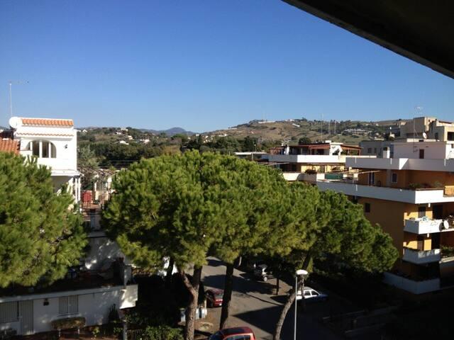 ...sul mare e sulle colline di Santa Marinella!