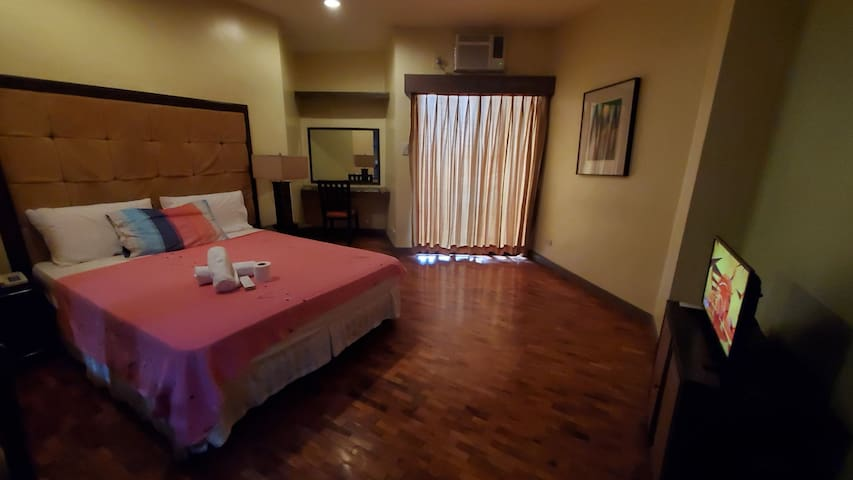 Malate XLarge 15 studio wifi, TV, balcony,sea view