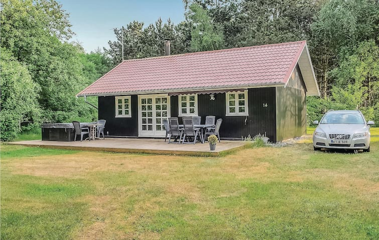 Holiday cottage with 2 bedrooms on 58m² in Rødby