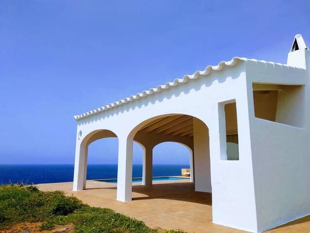 Villa primera línea de mar con piscina Cala Morell